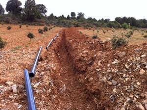Zanja tubos en suelo trufero